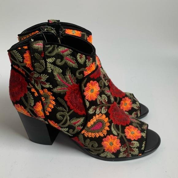 Crown Vintage floral Frankie open toe boots 7.5M